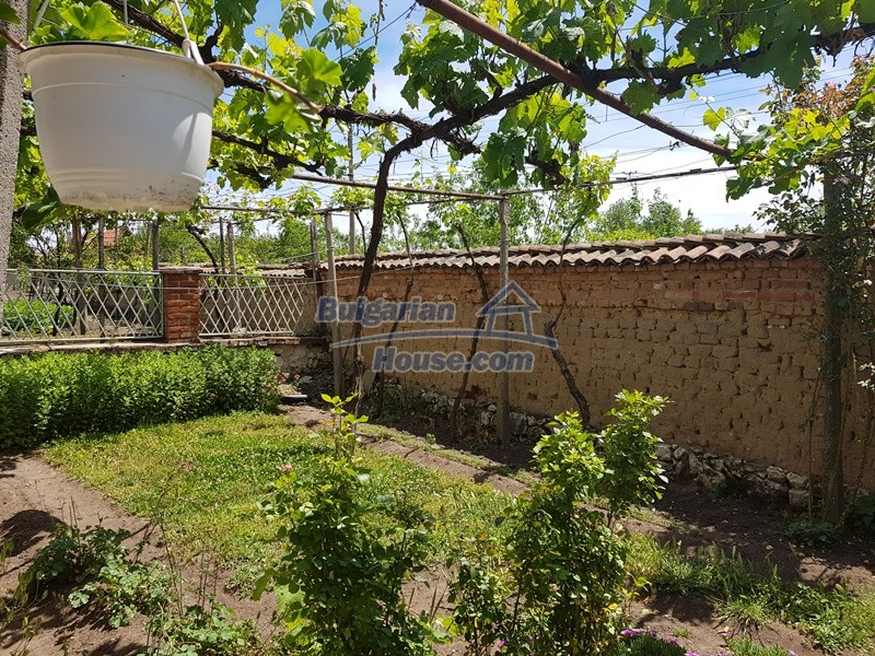 12921:52 - Furnsihed house with big garden 50 km from Plovdiv and St.Zagora