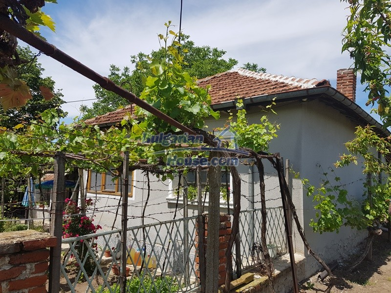 12921:59 - Furnsihed house with big garden 50 km from Plovdiv and St.Zagora
