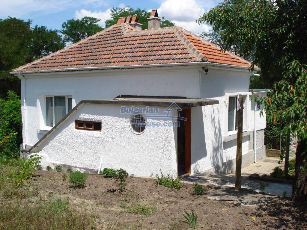 12923:2 - Renovated Bulgarian property with garden, garage and outbuilding
