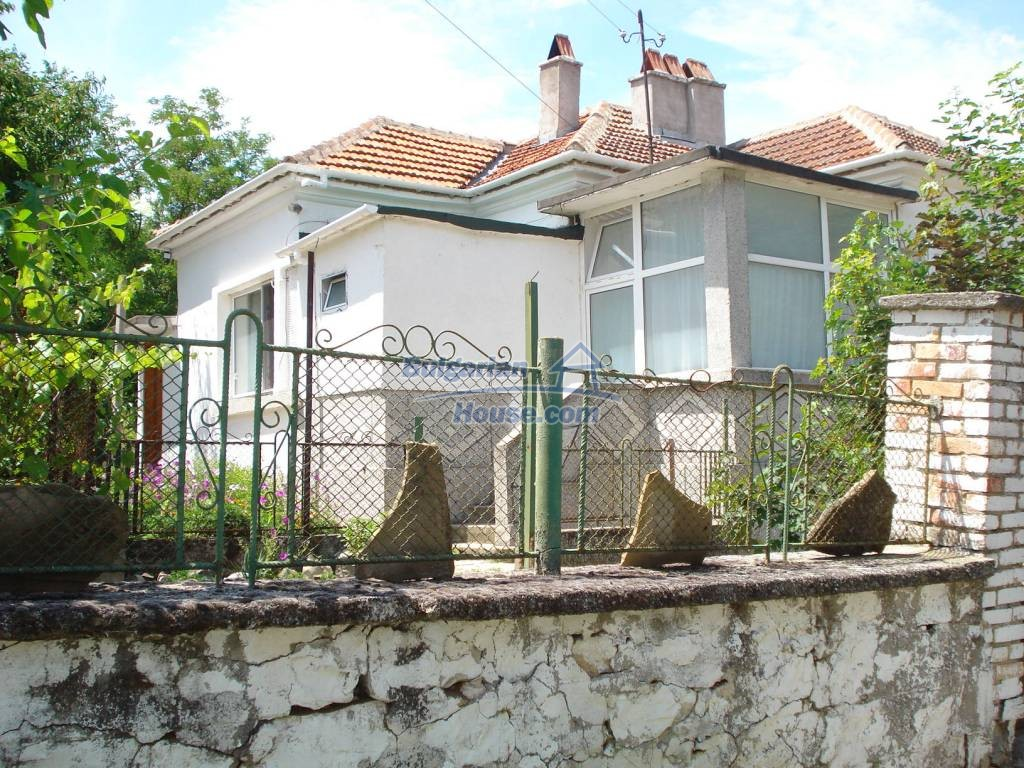 12923:1 - Renovated Bulgarian property with garden, garage and outbuilding