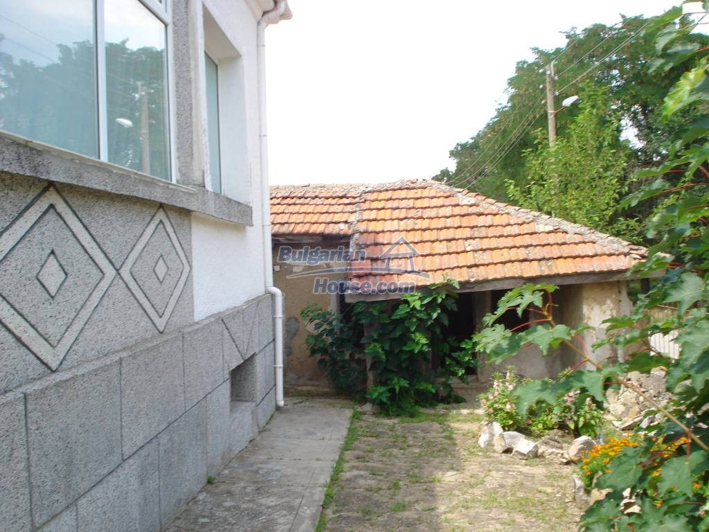 12923:3 - Renovated Bulgarian property with garden, garage and outbuilding