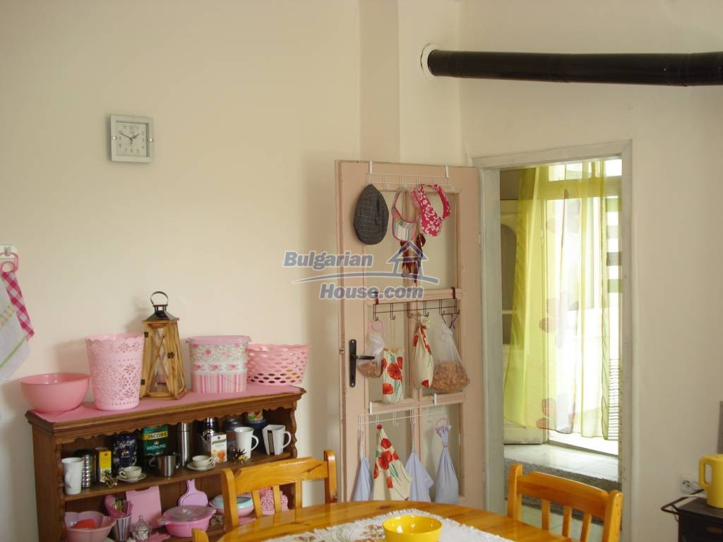 12923:11 - Renovated Bulgarian property with garden, garage and outbuilding