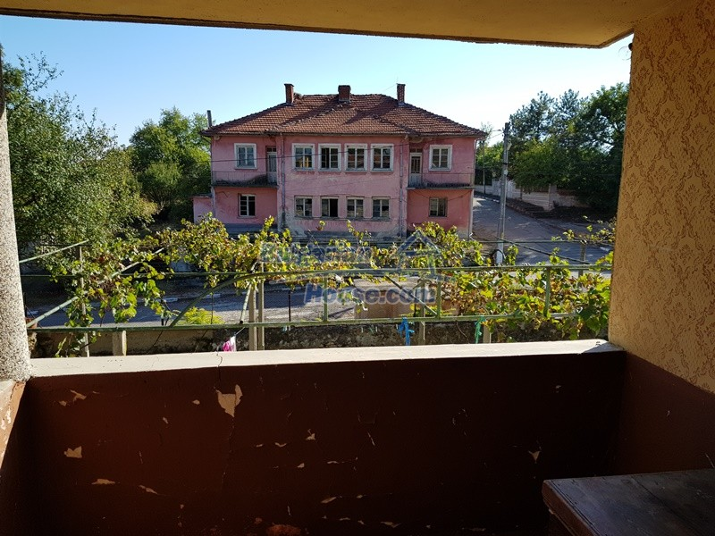 12936:43 - Nice house with Big garden , two garages and farm buildings