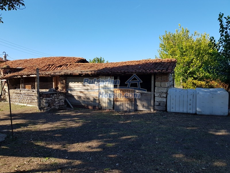12936:49 - Nice house with Big garden , two garages and farm buildings
