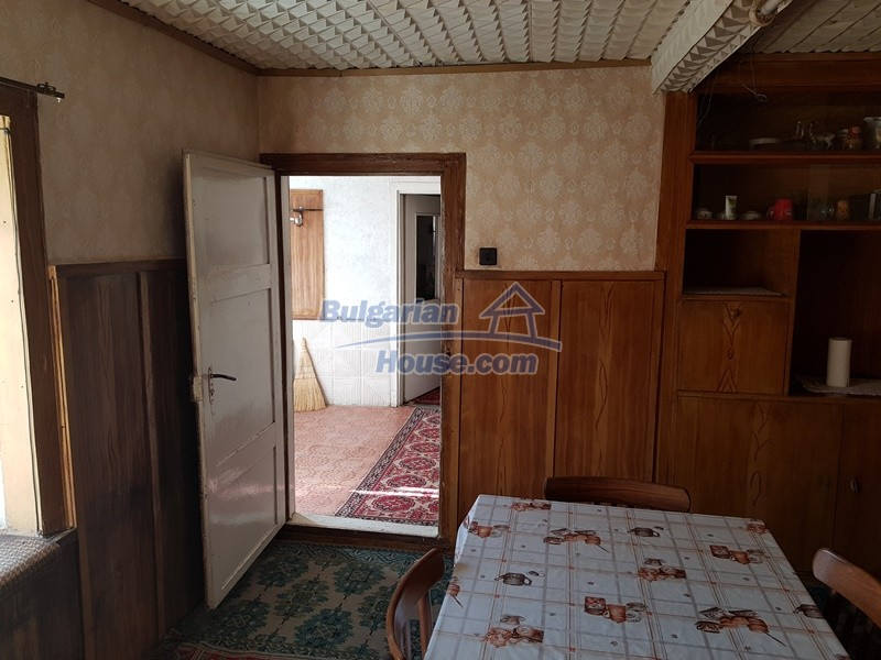 12937:30 - House in good condition between Plovdiv and Stara Zagora