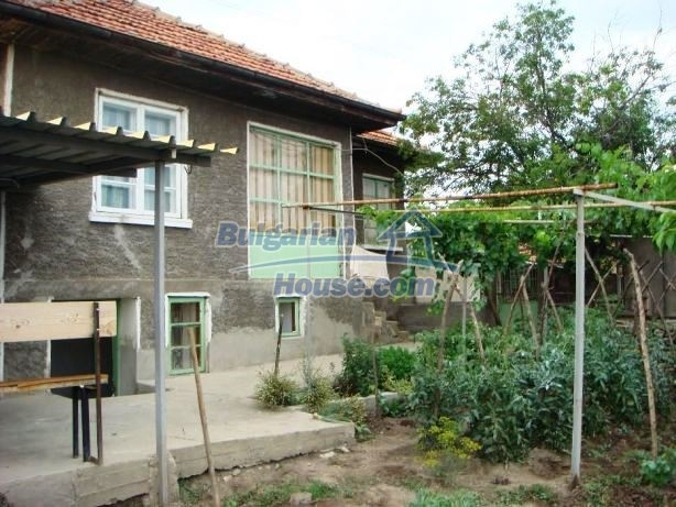 12949:1 - Bulgarian house in habitable condition 26 km to Veliko Tarnovo