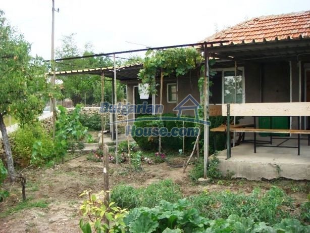 12949:5 - Bulgarian house in habitable condition 26 km to Veliko Tarnovo
