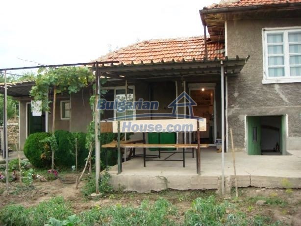 12949:2 - Bulgarian house in habitable condition 26 km to Veliko Tarnovo