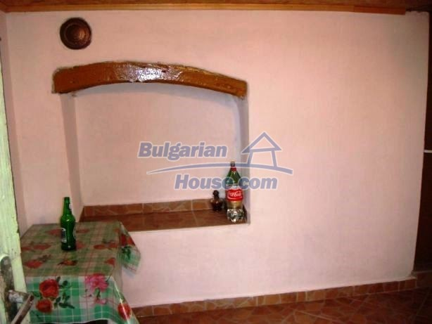 12949:7 - Bulgarian house in habitable condition 26 km to Veliko Tarnovo