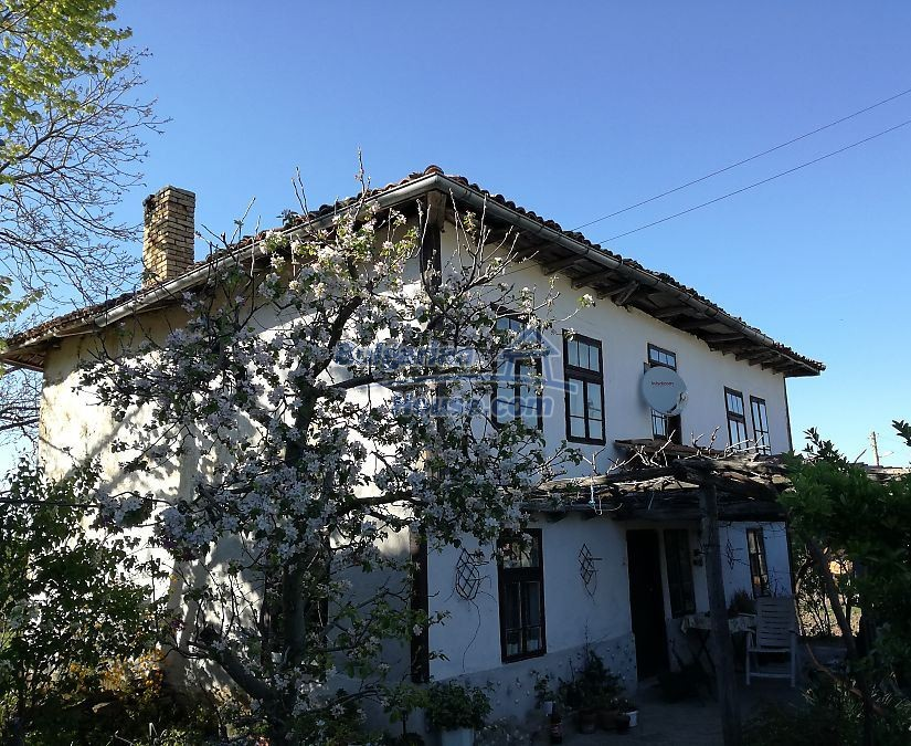 12966:1 - House in good condition near lake Yastrebino Targovishte