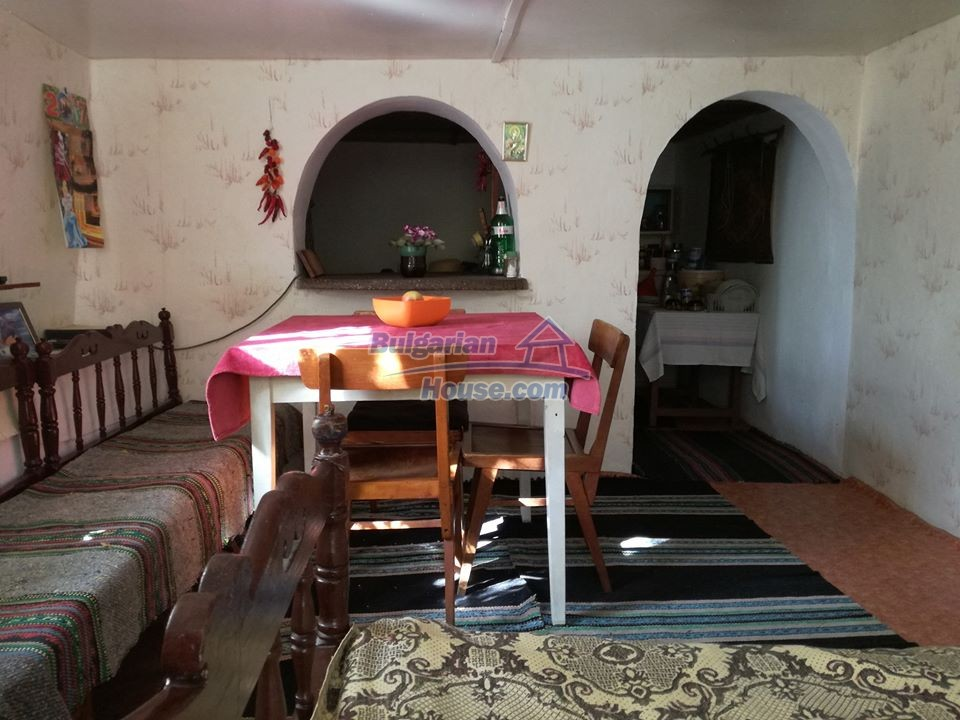 12966:9 - House in good condition near lake Yastrebino Targovishte