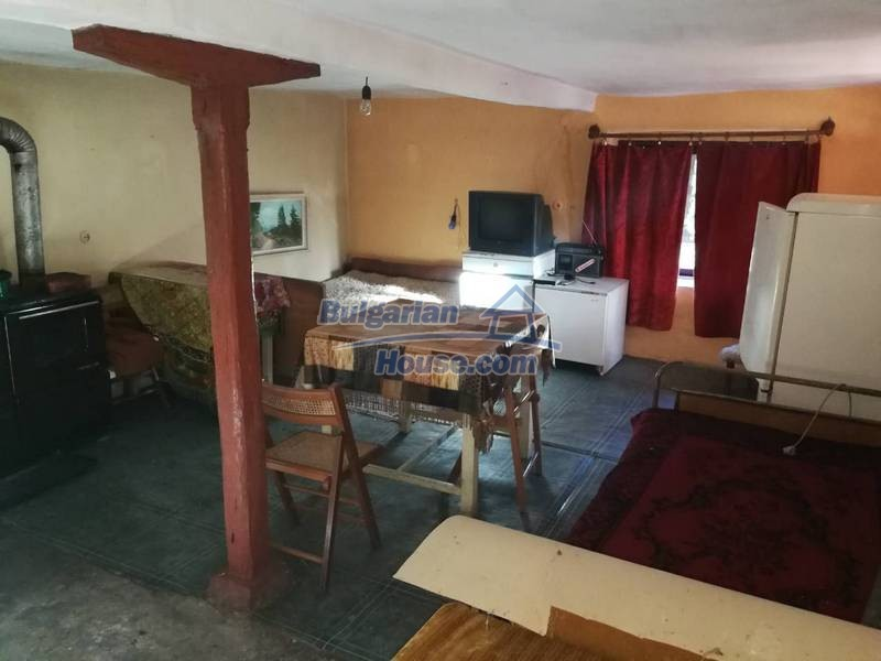 12345:29 - Cheap Bulgarian house bordering with river 90km from Sofia
