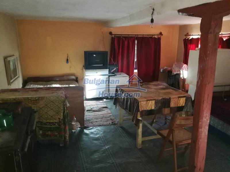 12345:30 - Cheap Bulgarian house bordering with river 90km from Sofia