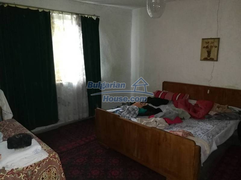 12345:27 - Cheap Bulgarian house bordering with river 90km from Sofia
