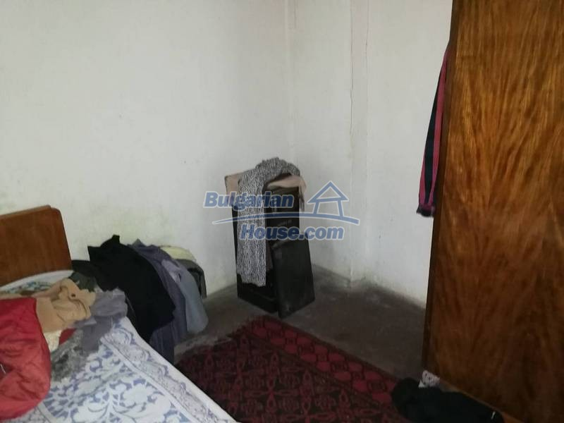 12345:33 - Cheap Bulgarian house bordering with river 90km from Sofia