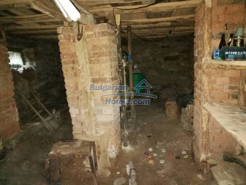 12345:34 - Cheap Bulgarian house bordering with river 90km from Sofia