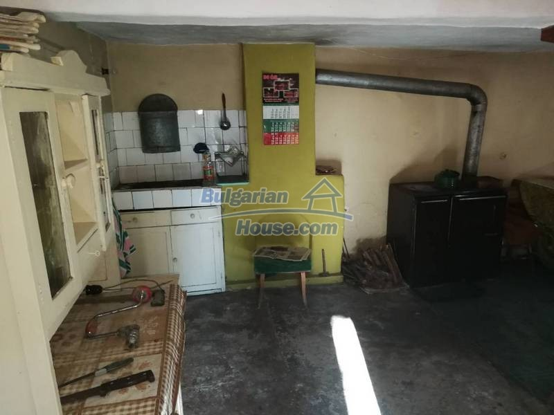 12345:32 - Cheap Bulgarian house bordering with river 90km from Sofia