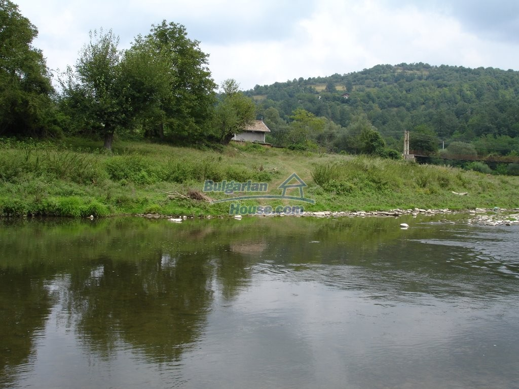 12345:36 - Cheap Bulgarian house bordering with river 90km from Sofia