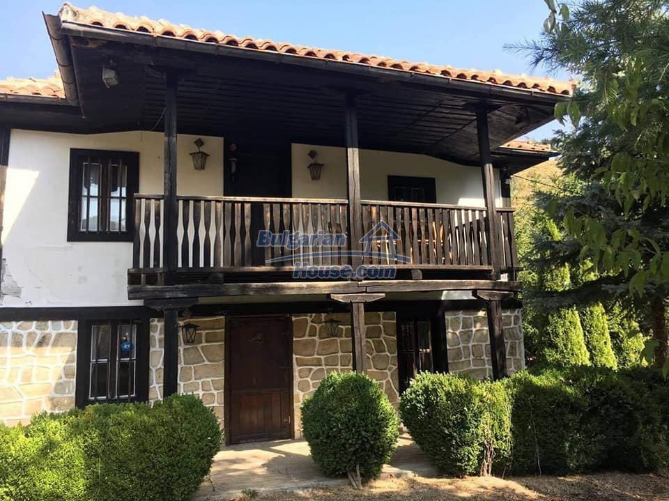 12990:1 - Traditional Bulgarian property with panoramic river and forests