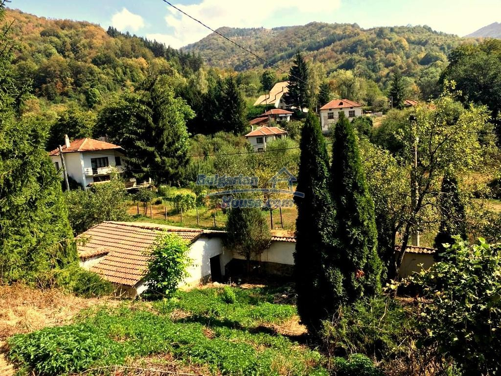 12990:33 - Traditional Bulgarian property with panoramic river and forests