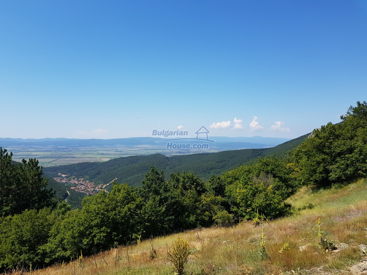12990:38 - Traditional Bulgarian property with panoramic river and forests