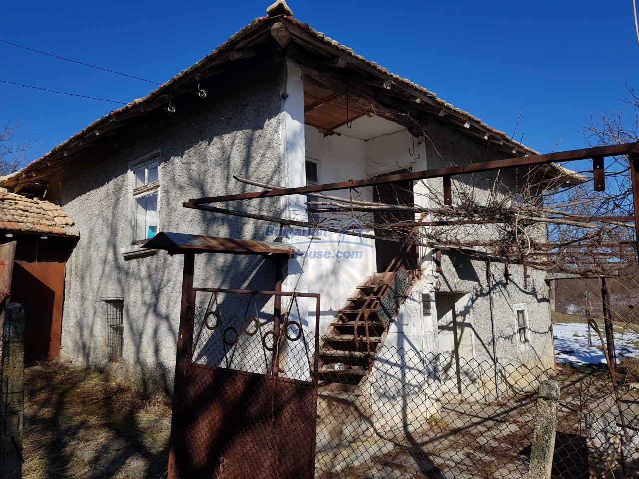 12908:51 - Cheap Bulgarian property near Yastrebino lake Targovishte