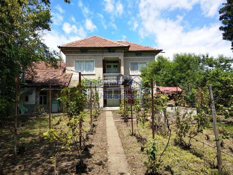 13004:2 - Bulgarian property for sale with large stone barn & former shop