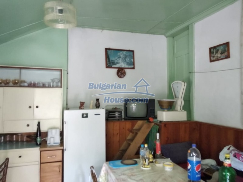 13004:18 - Bulgarian property for sale with large stone barn & former shop