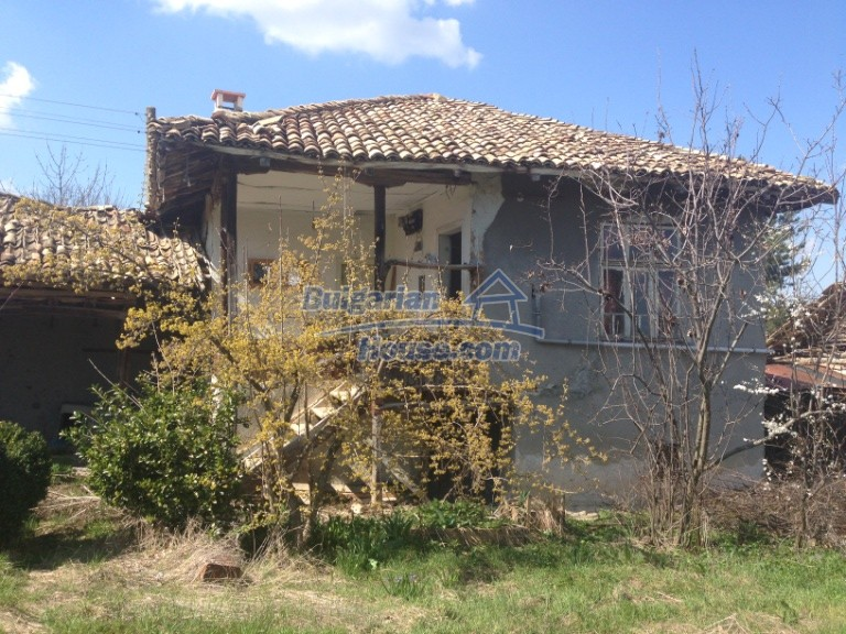 13007:1 - Partly renovated Bulgarian house in a nice village Popovo area