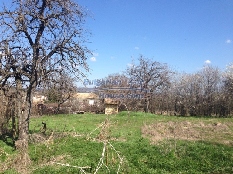 13007:3 - Partly renovated Bulgarian house in a nice village Popovo area