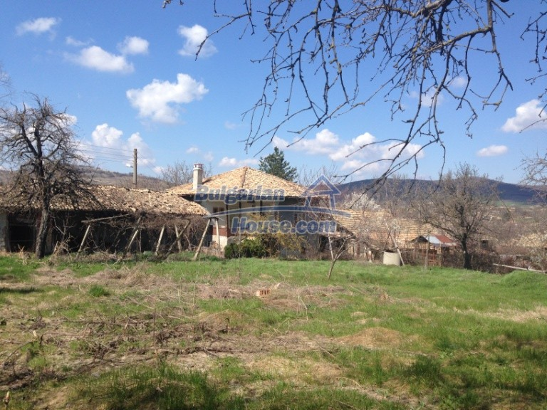 13007:2 - Partly renovated Bulgarian house in a nice village Popovo area