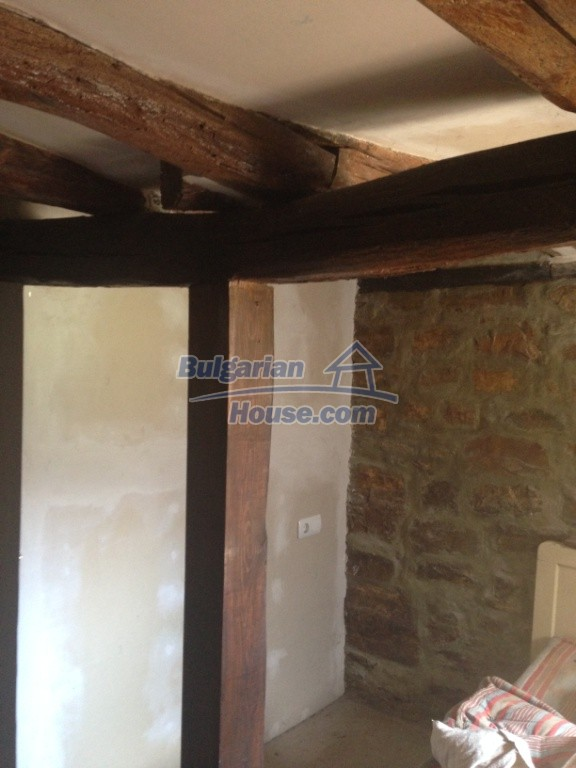 13007:5 - Partly renovated Bulgarian house in a nice village Popovo area