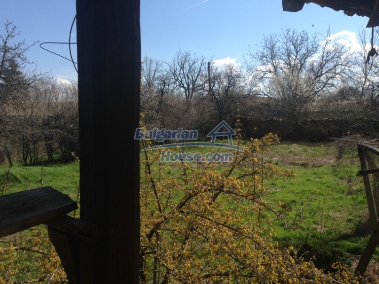 13007:12 - Partly renovated Bulgarian house in a nice village Popovo area