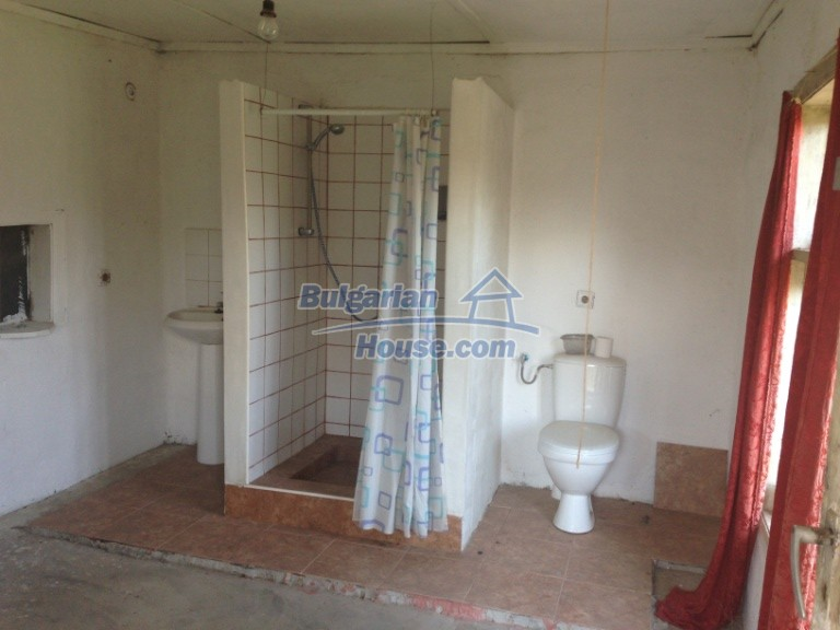13007:10 - Partly renovated Bulgarian house in a nice village Popovo area