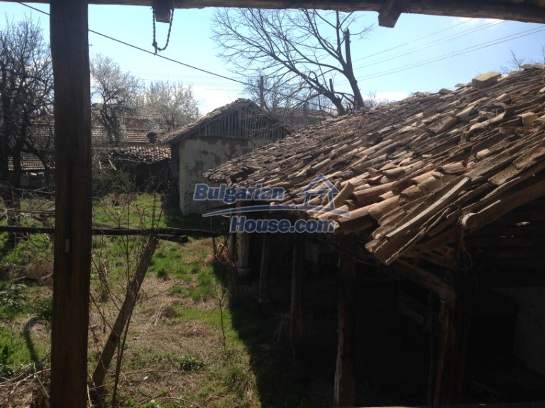 13007:11 - Partly renovated Bulgarian house in a nice village Popovo area