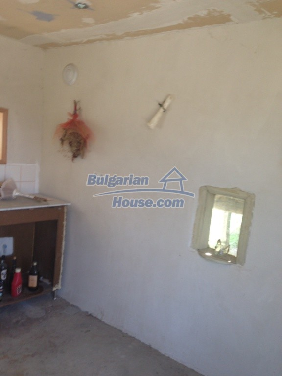 13007:15 - Partly renovated Bulgarian house in a nice village Popovo area