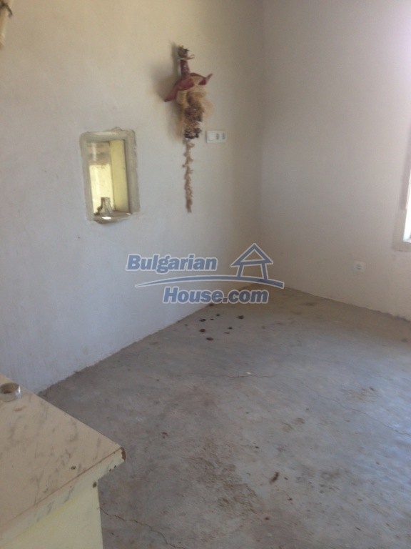 13007:13 - Partly renovated Bulgarian house in a nice village Popovo area