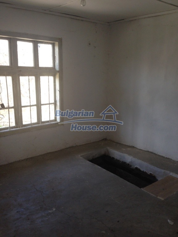 13007:8 - Partly renovated Bulgarian house in a nice village Popovo area