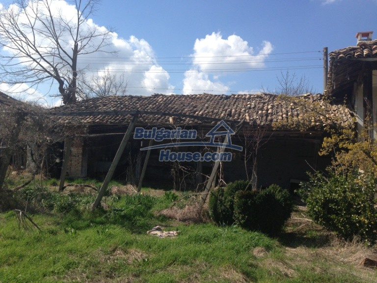 13007:23 - Partly renovated Bulgarian house in a nice village Popovo area