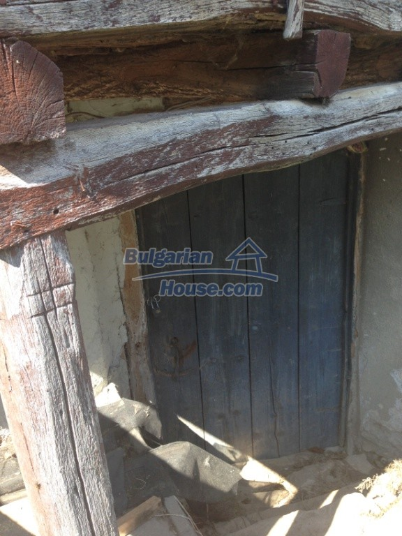 13007:22 - Partly renovated Bulgarian house in a nice village Popovo area