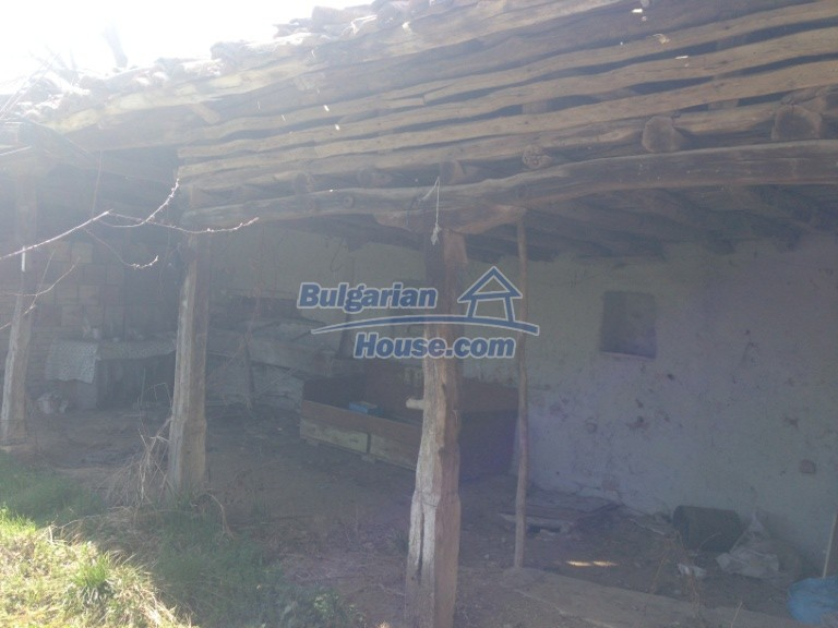 13007:19 - Partly renovated Bulgarian house in a nice village Popovo area