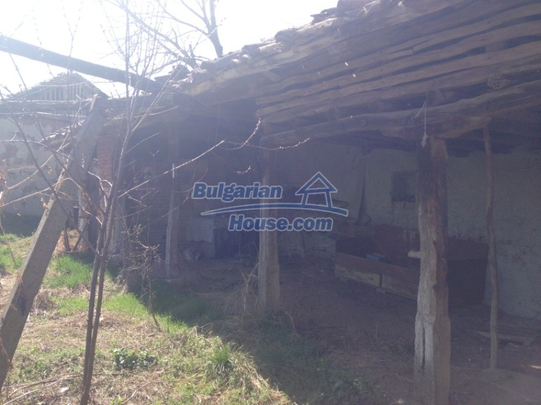 13007:21 - Partly renovated Bulgarian house in a nice village Popovo area