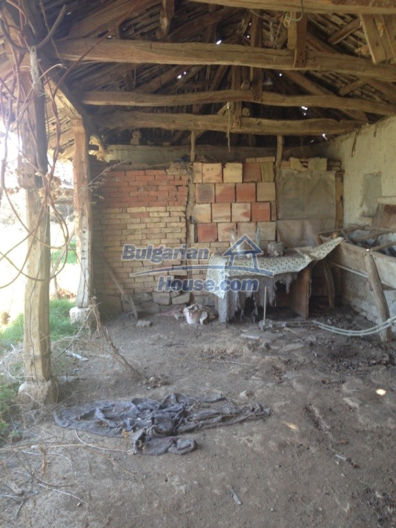 13007:27 - Partly renovated Bulgarian house in a nice village Popovo area