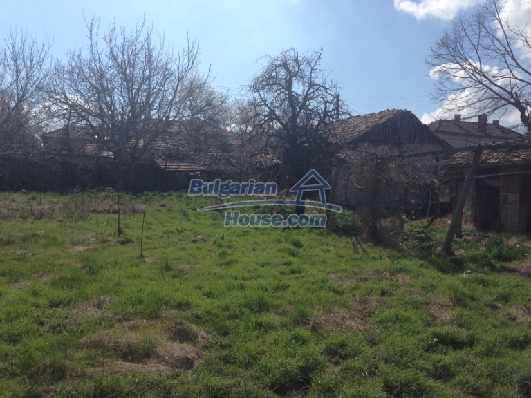 13007:25 - Partly renovated Bulgarian house in a nice village Popovo area
