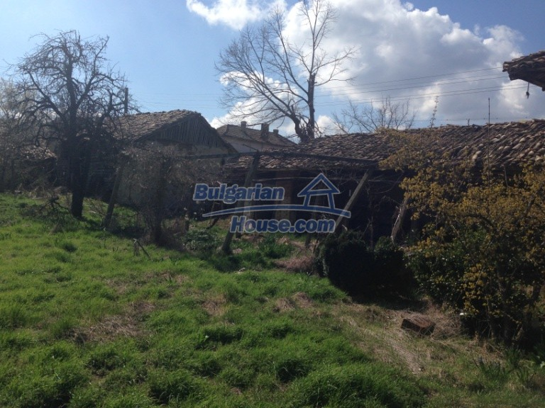 13007:26 - Partly renovated Bulgarian house in a nice village Popovo area