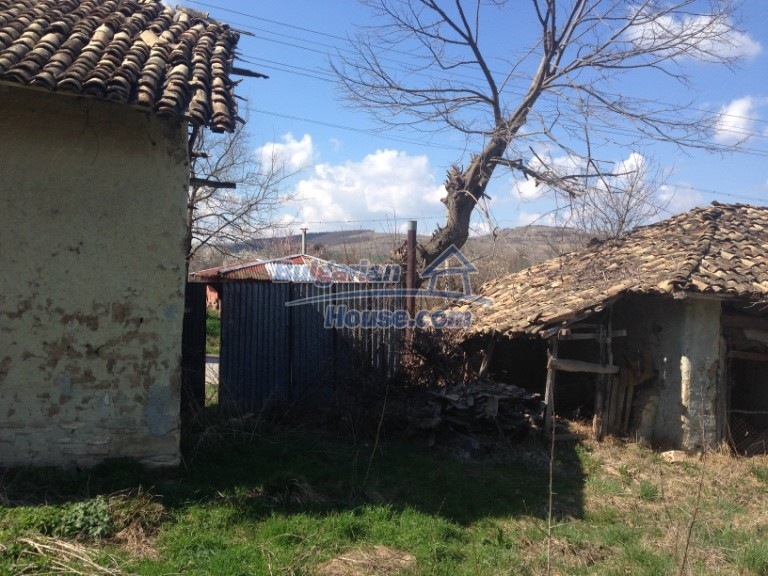 13007:36 - Partly renovated Bulgarian house in a nice village Popovo area