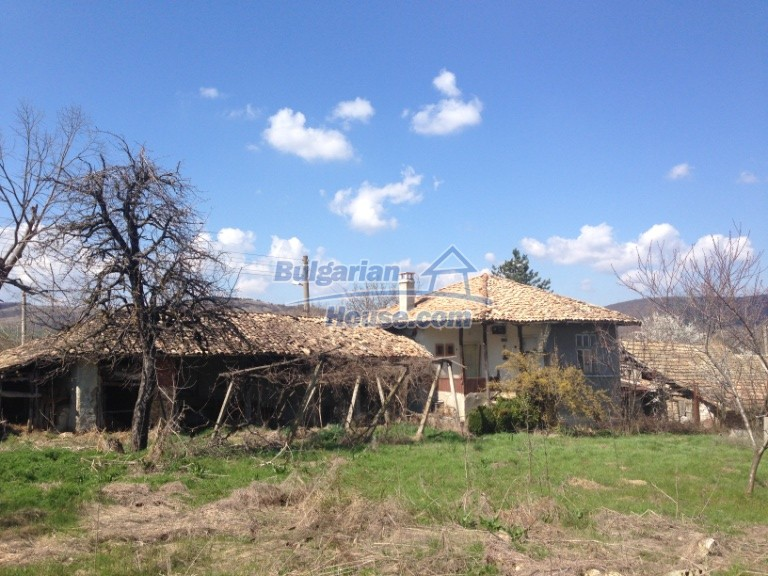 13007:34 - Partly renovated Bulgarian house in a nice village Popovo area