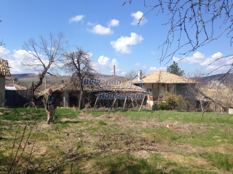 13007:33 - Partly renovated Bulgarian house in a nice village Popovo area