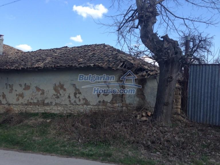 13007:37 - Partly renovated Bulgarian house in a nice village Popovo area
