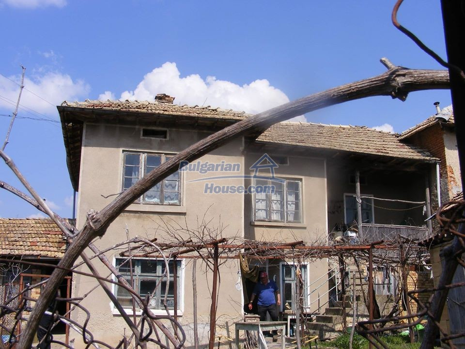 13008:2 - An old village Bulgarian house with lovely views near Popovo